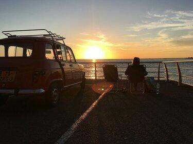 Renault 4 kamperen frankrijk zonsondergang