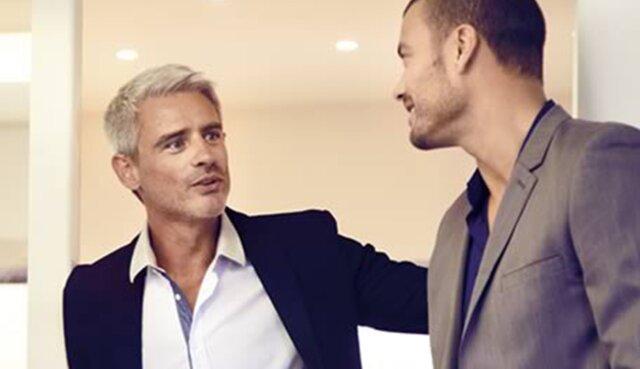 Twee mannen in gesprek Renault