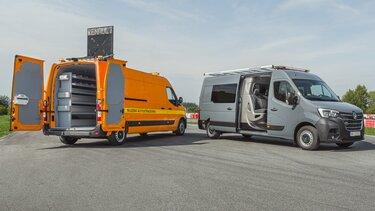 Samochody modyfikowane Renault z otwartymi drzwiami