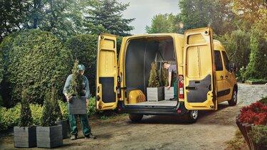 furgon brygadowy renault z otwartymi drzwiami