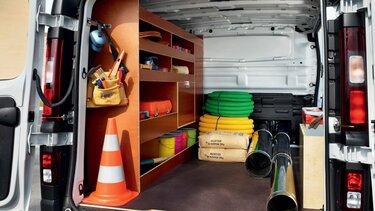 wnętrze furgonu warsztatowego Renault