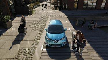 Renault Zoe E-Tech elektryczne na parkingu