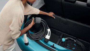 Podwójna podłoga do przechowywania kabli ładujących