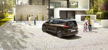 Novo Renault Grand SCENIC na estrada