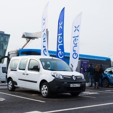 RENAULT KANGOO Z.E. на открытии зарядной станции Enel X в Сколково