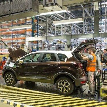 С конвейера московского завода сошел 100-тысячный кроссовер Renault Kaptur.