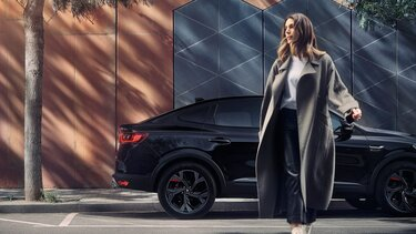 MEGANE Conquest hibrid SUV – stražnji kraj bočno, izvana – Renault