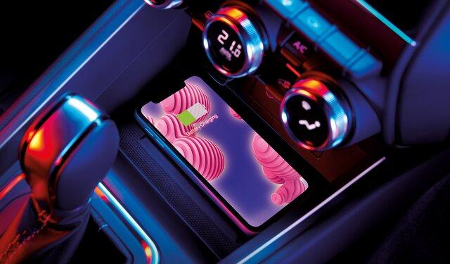 Yeni CLIO Kablosuz Şarj Özelliği