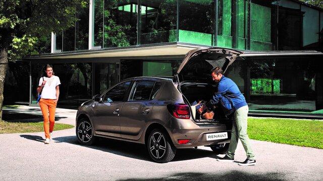 Renault SANDERO - вигляд міського автомобіля спереду