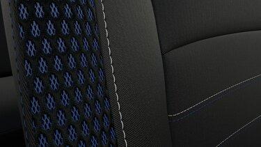 Нова оббивка сидінь із синіми вставками