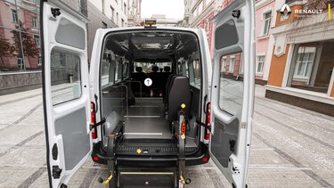 Renault Master з підйомником для інвалідів