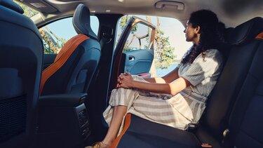 Інтер'єр Renault CAPTUR - передні й задні сидіння
