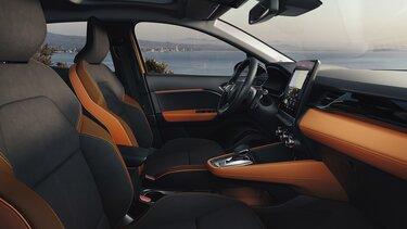 Помаранчевий Renault CAPTUR – інтер'єр